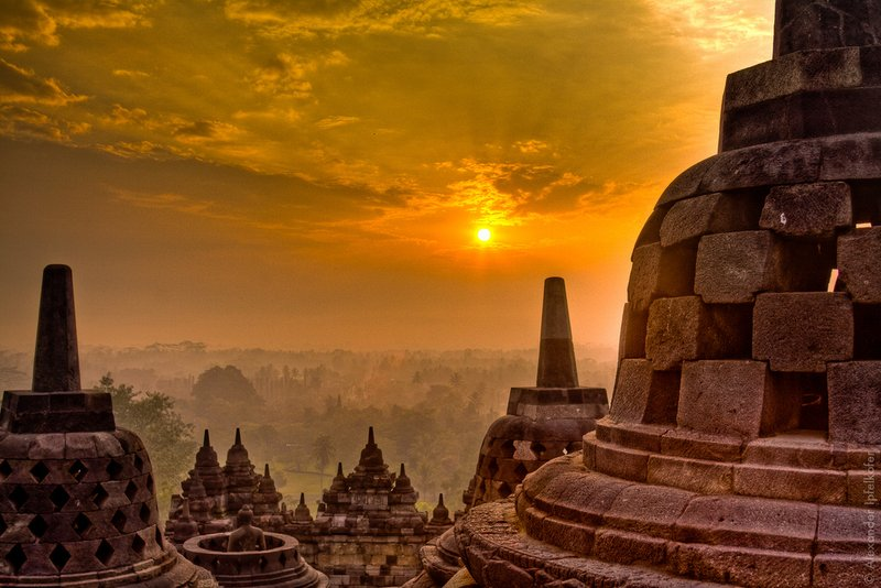 Berburu Indahnya Sunrise di Candi Borobudur